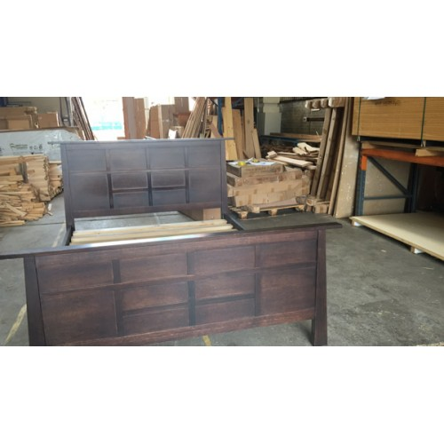 TOYO TASSIE OAK HARDWOOD QUEEN BED | Wood World Furniture