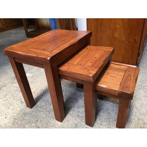 American Oak HARDWOOD HIGH QUALITY 3 PCE NEST TABLE